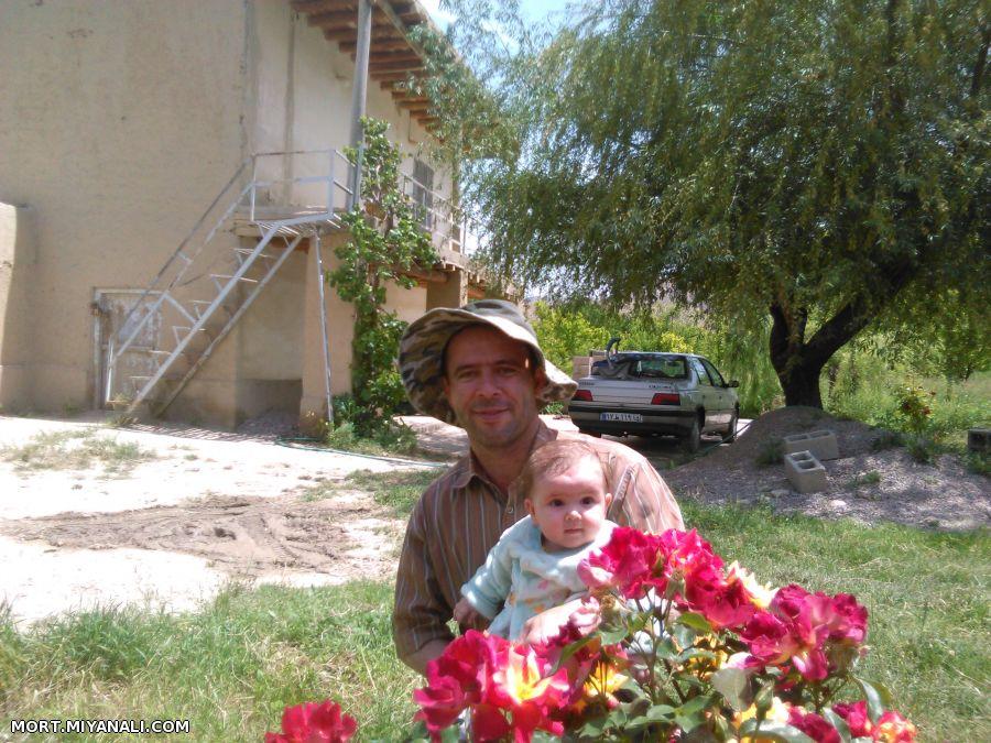 با ستیا خانم در باغ پدری