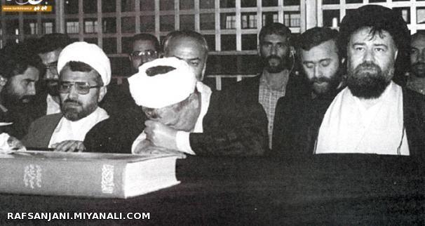 عکس منتشر نشدۀ هاشمی بر مزار امام